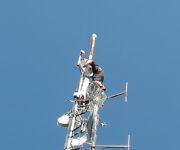 YU4ZZ na vrhu stuba, traži najpogodnije mesto za prijemnu antenu