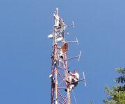 YU4ZZ i YT1POP čekaju signal sa zemlje da podignu antene i kablove